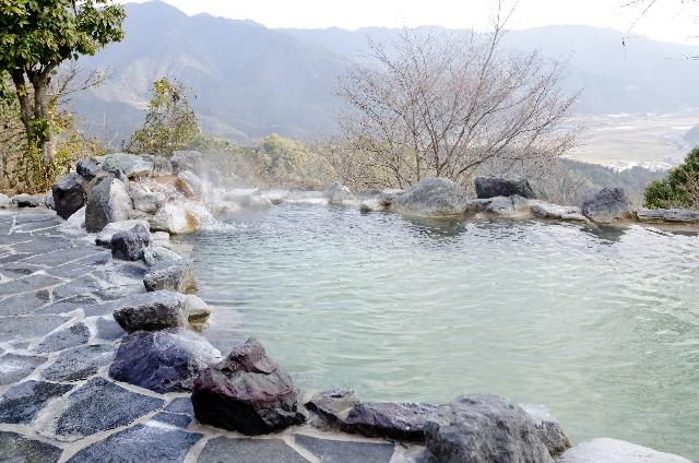 温泉の水垢の落とし方